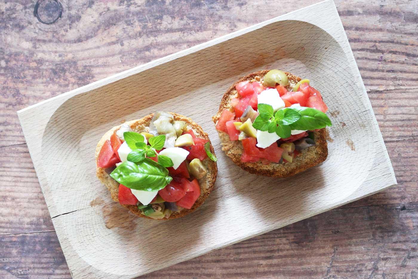Friselle-mozzarella-pomodoro